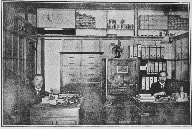 16- Aurelio Pow San Chia (謝寶山)(left), owner of Pow Lung & Co. (寶隆)and President of the Chinese Benevolent Association (秘魯中華痛惠總局) in Lima